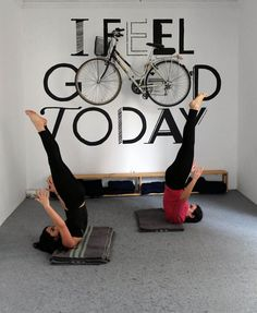 Cool hostel Itinere in Granada, Spain. Where you can practise yoga and learn different languages. Granada Spain, Yoga School, Hostel, Tennis Racket, Languages, Cool Stuff, Idioms, Language