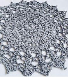 """acabei de fazer esse modelo m salvabrani – Artofit Crochet Doily Rug, Crochet Edging Patterns, Crochet Carpet, Crochet Mandala Pattern, Doily Patterns, Crochet Home, Crochet Designs, Crochet Stitches, Unique Crochet"