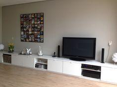 Ikea Byas kasten 3 stuks van 1.60 m achter elkaar. Samen 1 groot opberg / tv-meubel