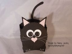 Minion treat boxes made with the Stampin Up Curvy Keepsakes Box Die. Dulceros Halloween, Halloween Cards, Valentine Day Boxes, Cat Valentine, Fancy Fold Cards, Folded Cards, Hamburger Box, Origami, Fry Box