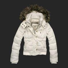 ANORAK. Prenda con capucha que se utiliza para protegerse del frio.