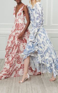 Get inspired and discover Oscar de la Renta trunkshow! Shop the latest Oscar de la Renta collection at Moda Operandi. Sheath Wedding Gown, Different Dresses, Party Dresses For Women, Floral Maxi Dress, Ideias Fashion, Style Inspiration, Gowns, Outfits, Clothes