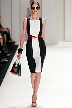 Carolina Herrera black ress with white insert for Spring-Summer 2012 Ready-To-Wear collection #fashion #runway