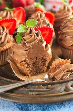 Babeczki z nutellą (nutella cupcakes) Nutella Cupcakes, Cap Cake, Donuts, Cake Recipes, Sweet, Desserts, Food, Sweets, Recipes