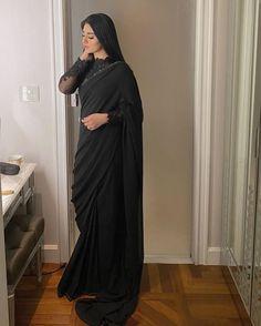 Pakistani Dresses Casual, Indian Fashion Dresses, Pakistani Dress Design, Indian Designer Outfits, Shadi Dresses, Indian Gowns, Indian Outfits, Formal Dresses, Trendy Sarees