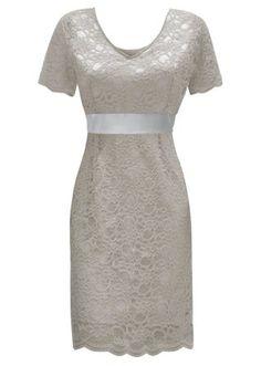 Confira:Valiosa renda guipir torna este vestido elegante e exclusivo. Decote V…