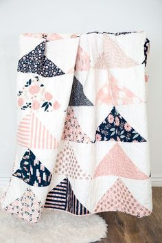 Minimal Triangles Quilt Pattern - Simple Simon and Company - Minimal Triangles Quilt Pattern – Simple Simon and Company Krabbeldecke Triangles, Quilt Baby, Baby Patchwork Quilt, Cot Quilt, Patchwork Quilt Patterns, Quilt Top, Sewing Patterns Free, Free Sewing, Pattern Sewing