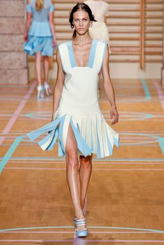 Versus Versace Spring 2012 Ready-to-Wear Fashion Show - Aymeline Valade