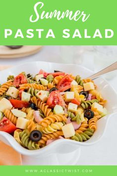 With flavors of sharp cheddar, tangy Italian dressing, and crunchy juicy summer vegetables,this pasta salad recipe is perfect for summer BBQs! #aclassictwist #summerpastasalad #pastasalad #summerrecipes #saladrecipes Summer Pie, Summer Tomato, Italian Salad, Italian Dressing, Summer Recipes, Fun Easy Recipes, Summer Corn Salad, Pasta Al Dente, Corn Salads