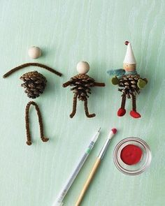 Pipe cleaners, pinecones, and simple wooden beads can be combined to create tiny people or animals. Great for making puppets, dioramas, or for illustrating stories. by Keunsup Shin