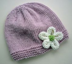 Simple knitted flower free pattern.