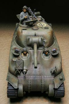 「模型キットの価値はパーツ数だけじゃないんだよ!」と海外メーカーにケンカを売ったけど、そのパーツ数と価格のバランスが、海外メーカーに比べて思いっきり反比例... Plastic Model Kits, Plastic Models, Sherman Firefly, North African Campaign, Military Action Figures, Sherman Tank, Modeling Techniques, Model Tanks, Military Modelling