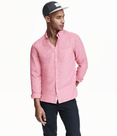 Long-sleeved shirt in soft woven fabric made from a linen and cotton blend. Button-down collar, chest pocket, and yoke at back with a pleat and locker loop. Regular fit.