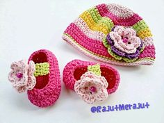 Crochet baby hat with rainbow color. Set with crochet baby booties with flower!