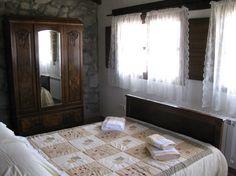 Dormitorio con vistas a la sierra