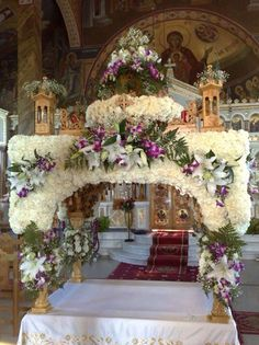 Pasen Church Flower Arrangements, Church Flowers, Church Altar Decorations, Flower Decorations, Church Icon, Orthodox Easter, Greek Easter, Home Altar, Easter Traditions