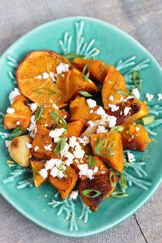Salada de Abóbora Assada, Ricota e Laranja! www.senhoramesa.com.br Instagram: @senhoramesa