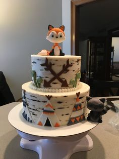 Tribal baby shower cake Fondant fox Fondant raccoon Woodland baby shower cake - Birthday Party for Kids - Baby Shower Boho, Arrow Baby Shower, Baby Boy Shower, Fox Baby Showers, Animal Theme Baby Shower, Woodland Baby Showers, Woodlands Baby Shower Theme, Baby Shower Cakes Neutral, Baby Shower Cakes For Boys
