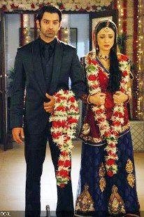 Arnav brings Khushi home after marrying her at the Devi Maiya temple. The reason… Tv Actors, Actors & Actresses, Arnav Singh Raizada, Arnav And Khushi, Teenage Love, Surbhi Chandna, Indian Drama, Royal Crowns, Sanaya Irani