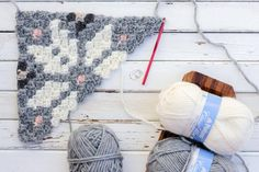 Whether you live in the North Pole or just want to jump on the super scarf trend, this nordic crochet super scarf pattern will keep you feeling warm, but lookin' hot all winter long. Crochet Afgans, C2c Crochet, Crochet Videos, Crochet Crafts, Crochet Stitches, Free Crochet, Crochet Pillow Patterns Free, Free Pattern, Patons Classic Wool