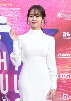 Kim so hyun at 2020 Kim So Hyun Fashion, Korean Fashion, Kim So Eun, Peplum Dress, Bodycon Dress, Seoul Music Awards, Korean Actresses, Show Photos, Kpop Girls