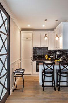 Дизайн белой кухни с черной столешницей: 80 лучших идей, фото в интерьере-18