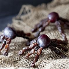 These healthy Halloween fruit spiders are so creepy crawly, kids will beg for more! The perfect cute kids snack for a spooky holiday.