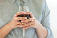 Pin for Later: 23 Tipps und Tricks für die Pflege eurer Kleidung & Accessoires Entfernt Rotweinflecken