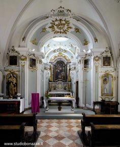 Chiesa S. Anna, Portarle rinascimentale con stemma principe vescovo Uldarico di Lichtenstein (1493-1505) primi 1500. 1768 restaurata con aggiunta presbiterio e decorazioni in stucco