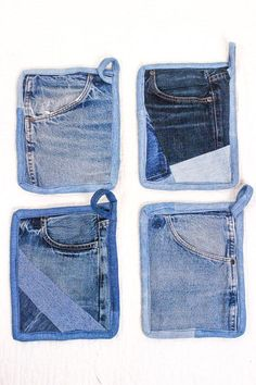 Slip your hand in the upcycled pocket to protect your fingers while using this smart pot holder made from recycled vintage jeans. 8 x 10 Diy Jeans, Old Jeans Recycle, Sewing Jeans, Sewing Diy, Sewing Crafts, Jean Crafts, Denim Crafts, Vintage Jeans, Jean Apron