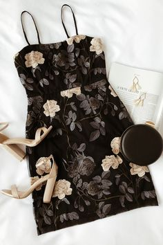 Party all night in the Lulus Elston Black Floral Embroidered Bodycon Dress! A bodycon with sheer, floral embroidered mesh over a knit lining. Glamouröse Outfits, Teen Fashion Outfits, Women's Fashion Dresses, Stylish Outfits, Fashion Top, Short Outfits, Summer Outfits, Womens Fashion, Fashion Trends