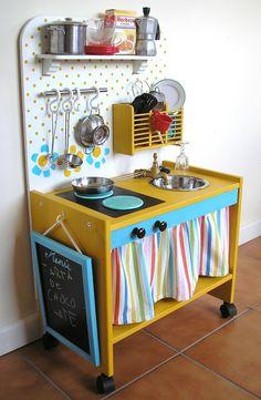 Playroom Furniture, Diy Furniture Projects, Recycled Furniture, Kids Furniture, Furniture Makeover, Diy Kids Kitchen, Diy Kitchen Storage, Diy Cozinha, Baby Dolls For Kids