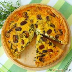 Vegetarian tart with spinach and mushrooms - Appetizer tart - simonacallas - Vegetarian tart with spinach and mushrooms – Appetizer tart – simonacallas - Vegetarian Tart, Amazing Vegetarian Recipes, Raw Vegan Recipes, Veg Recipes, Cooking Recipes, Mushroom Appetizers, Quiche Recipes, I Foods, Food Videos