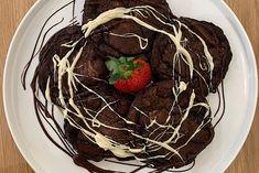 Μαλακά μπισκότα (cookies) - Petros Syrigos Make Ice Cream, Ice Cream Scoop, Metal Bowl, Whole Eggs, Melting Chocolate, Brown Sugar, Baking Soda, Cocoa, Sweet Treats