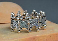 Impresionante brazalete de plata .925, uno de los magníficos diseños mexicanos del siglo pasado #Spratling #plata #silver #Taxco