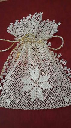 İğne oyasi Applique Patterns, Embroidery Applique, Stitch Patterns, Needle Lace, Needle And Thread, Lavender Bags, Mesh Netting, Bargello, Good Old