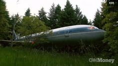 mothernaturenetwork:    Please, step inside my fuselage: Oregon man recycles plane into homeLooking for a unique property that boasts more than 1,000 square feet of living space, a woodsy Oregon location and … wings? Get a load of Bruce Campbell's retired Boeing 727-turned-home.