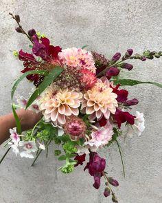 """182 gilla-markeringar, 13 kommentarer - Elin Hadvall (@tradgardselin) på Instagram: """"En dag som den här med snö, regn och blåst är som gjord för en #dagdröm eller två om alla…"""" Floral Wreath, Wreaths, Flowers, Instagram, Decor, Floral Crown, Decoration, Door Wreaths, Deco Mesh Wreaths"""
