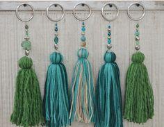 Temporada alta: Vero Palazzo - Home Deco - chrySSa HomeDecor Diy Tassel, Tassel Jewelry, Diy Jewelry, Tassels, Crafts To Do, Arts And Crafts, Crochet Projects, Sewing Projects, Pom Pom Crafts