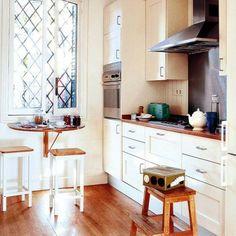 Nützliche Ideen für einen Klapptisch im Küchenbereich - am Fenster