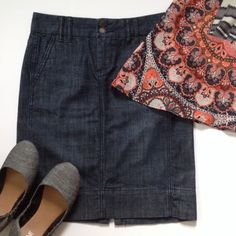 GAP denim skirt Can you get any more classic with this GAP denim skirt?! Pockets on front AND back, & cute seams on front. 99% cotton 1% spandex. Dark denim look with fading blended in. GAP Skirts