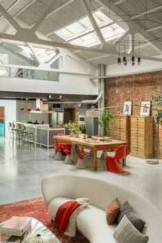 Awesome Renovated Loft in Barcelona with Unique Corners and Modern Industrial Style Open plan living area of the Poblenou Loft Loft Industrial, Industrial Style Kitchen, Big Kitchen, Kitchen Design, Kitchen Decor, Studio, Exposed Brick Walls, Modern Loft, Rustic Modern