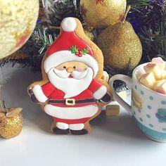 Хоу хоу хоу зима уже близко ☺️❄️⛄️  Winter is coming guys ❄️⛄️#gingerbread #royalicing #royalicingcookies #handpaintedcookies #cookieart #cookies #edibleart #foodart #имбирныепряники #имбирноепеченье #имбирныепряникиназаказ #расписныепряники #пряникиручнойработы #пряникиташкент #пряникиназаказ #ташкент #poly_нг2018