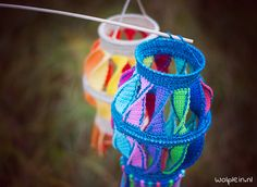 Martins Laterne häkeln – Ich geh mit meiner Laterne… We'll show you how to crochet this wonderful St. Martin's Lantern in a new free guide at Wollplatz. Take a quick look at our site! Lampe Crochet, Crochet Bowl, Crochet Diy, Crochet Gifts, Crochet For Kids, Hand Crochet, Crochet Hooks, Knitting Projects, Crochet Projects