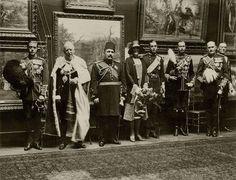 الملك فؤاد  .. صورة جماعية رائعة مع مجموعة من العائلة المالكة البريطانية .. عشرينات القرن الماضى