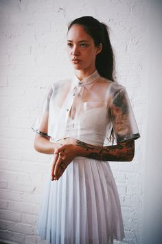 White clear vinyl short-sleeved crop jacket worn with white pleated skirt. Soft Grunge, Story Starter, White Pleated Skirt, White Dress, Hipster, Fashion Outfits, Womens Fashion, Boho, Dress Up