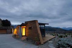 House at Roys Penninsula, Lake Wanaka, NZ. Sarah Scott Architects.