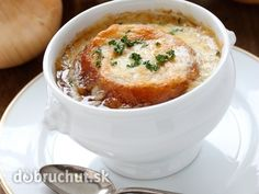 Give this easy french onion soup recipe a go. Prepared by our very own Cathy Harris, it will surely warm up your day. Baguette, Tapas, Apple Cinnamon Bread, Roasted Red Pepper Sauce, Onion Soup Recipes, Herb Bread, Vegan Roast, Bowl Of Soup, Wonderful Recipe