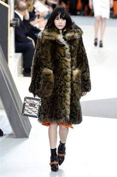 Paris Fashion Week FW 2015-2016 Vuitton #Paris #catwalk #silkgiftmilan #fashio
