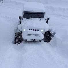 Snow Jeep AKA the snow trooper. All the storm troopers be jealous Jeep Wrangler Jk, Jeep Wrangler Unlimited, Jeep 4x4, Jeep Truck, Types Of Jeeps, Jeep Quotes, Jeep Baby, Badass Jeep, Ford Girl